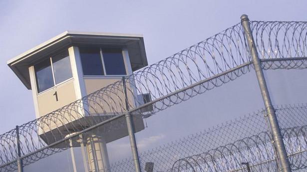 Wraz z przyjęciem na uczelnię słuchacze przystąpią do Służby Więziennej i rozpoczną tzw. służbę kandydacką, w ramach której będą wykonywać określone obowiązki w zakładach karnych i aresztach