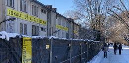 """Kontrowersyjna inwestycja na Polu Mokotowskim. Planują apartamenty na terenie parku. """"To wbrew prawu"""""""