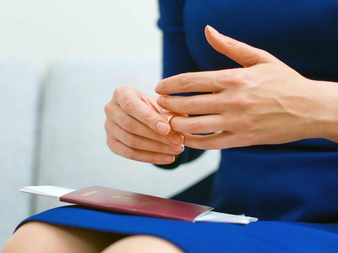 Plastični hirurg upozorava: Mojoj pacijentkinji su OTPALE bradavice, zbog stvari koje mnoge žene rade