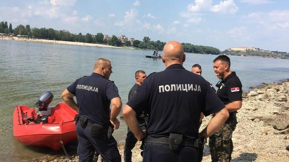 Žandarmerija traga za Aleksandrom ispod Mosta slobode u Novom Sadu