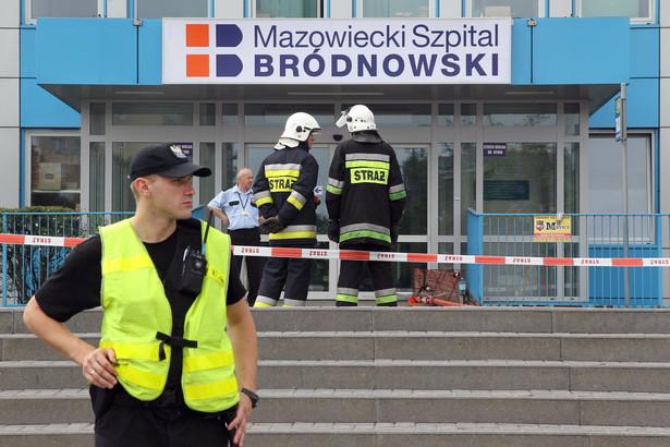 Policja przed szpitalem na Bródnie