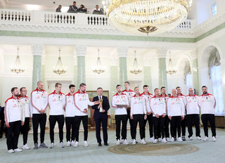 Siatkarze i członkowie sztabu szkoleniowego uhonorowani odznaczeniami państwowymi