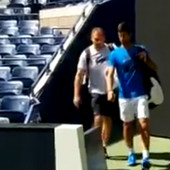 AMERIKANCI SE POMAMILI ZA NOVAKOM! Đoković se pojavio na terenu, a onda se stadionom prolomio NESTVARNI VRISAK! /VIDEO/