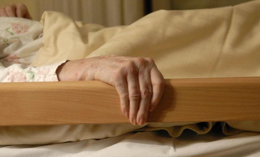 Pozostawili ją bez opieki. Umierała trzy dni