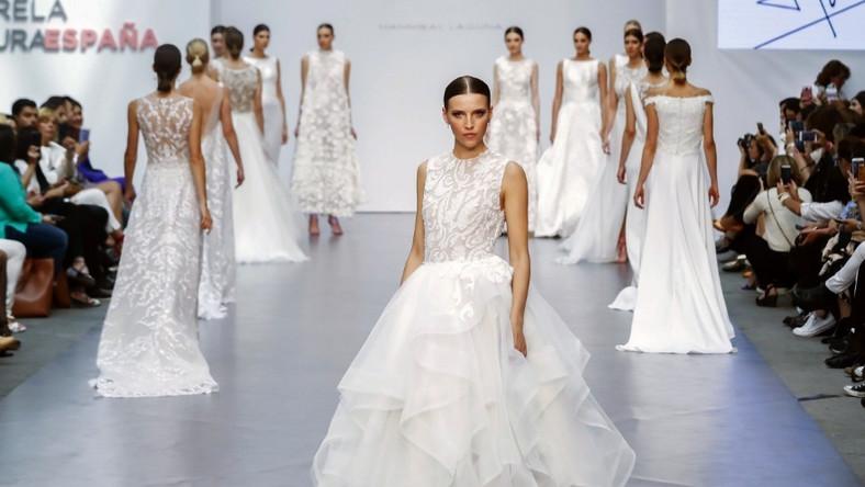 Pokaz na tygodniu mody ślubnej w Madrycie.
