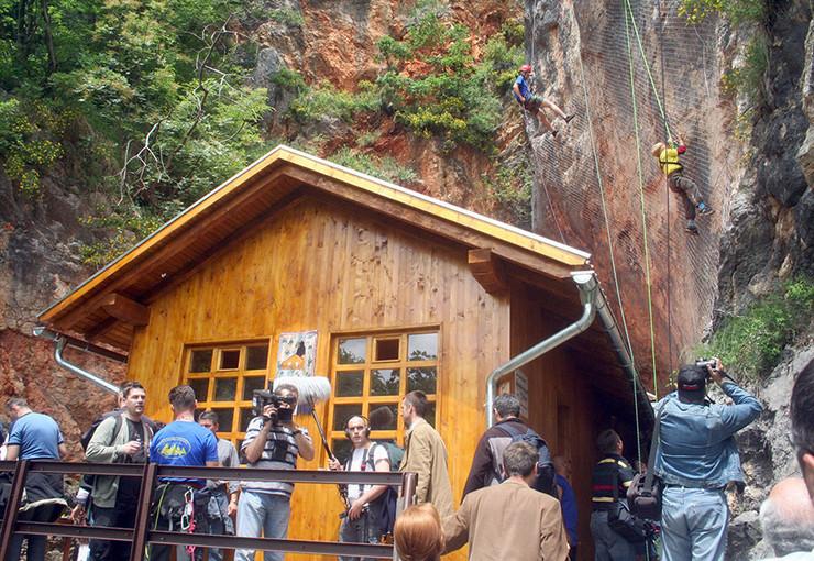 Drvar01-brvnara-ispred-Titove-pecine