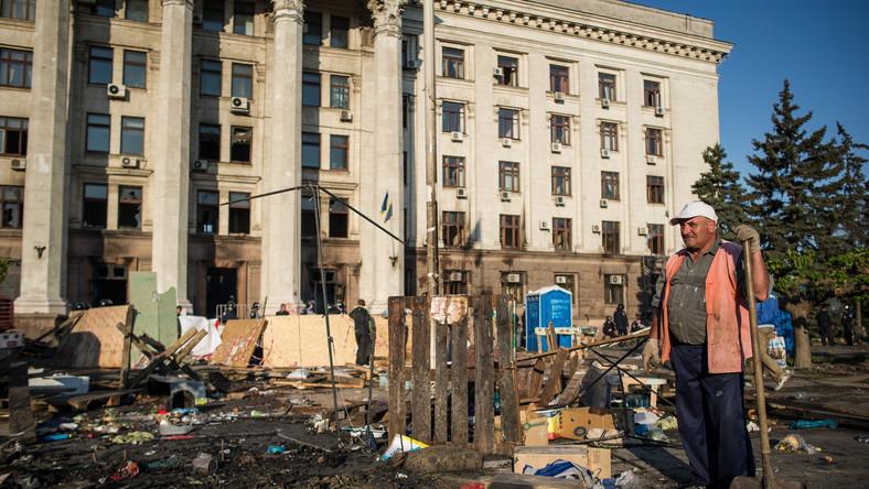 Sprzątanie po zamieszkach w Odessie