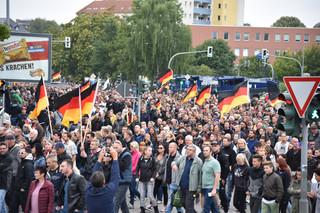 Niemcy: Merkel w Chemnitz wzywa do zdystansowania się od radykałów