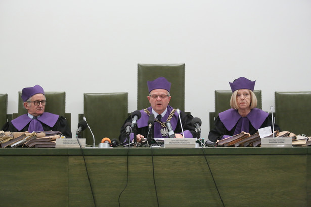 Sędziowie Sądu Najwyższego, od lewej: Mirosław Bączyk, Krzysztof Strzelczyk i Barbara Myszka, podczas rozprawy w Warszawie, PAP/Leszek Szymański