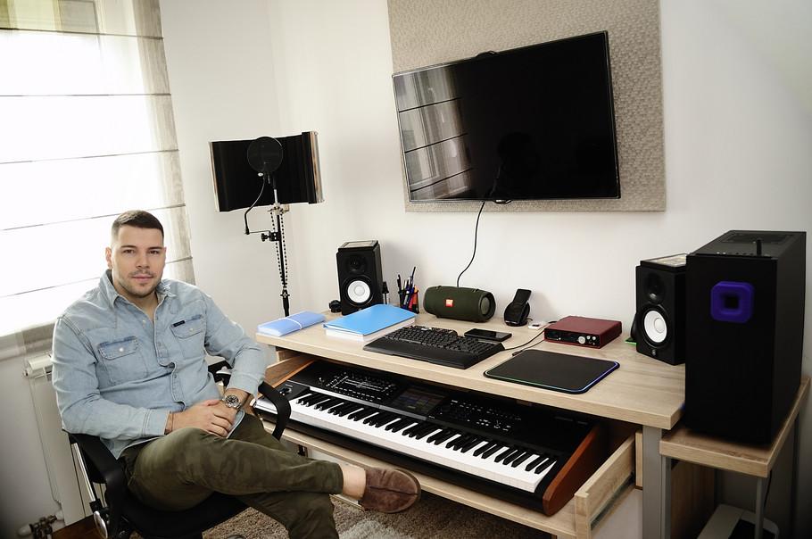 Petar Mitić u radnoj sobi