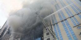 Pożar wieżowca w stolicy. Uwięzieni ludzie skakali z okien