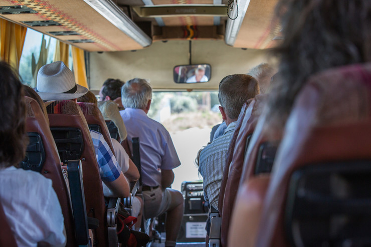 turisti autobus shutterstock_689672725