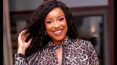 Take charge of your Monday with this stylish outfit inspired by actress Joselyn Dumas