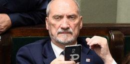 Macierewicz ma kłopot. Co zrobi Kaczyński?