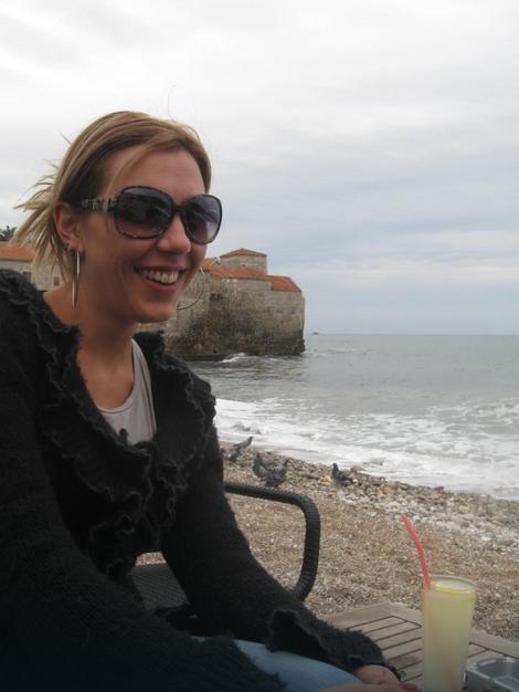 Stoja Vidaković (34) putovala je sa ocem, majkom i sestrom na sahranu očevom bratu kada su, iz zasada nejasnih okolnosti, automobilom uleteli u reku Rzav u Dobrunu
