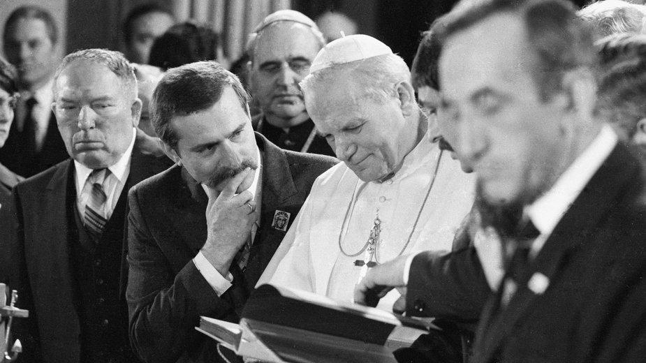 "W operacji ""QRHELPFUL"" pomagał m.in Watykan"