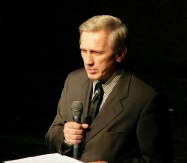 Jan Englert, fot. by Archiwum Kancelarii Prezydenta RP (www.prezydent.pl) [GFDL 1.2 (http://www.gnu.org/licenses/old-licenses/fdl-1.2.html)], via Wikimedia Commons