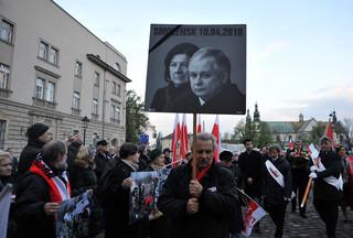 Ekspert: Katastrofa smoleńska  dała PiS-owi nową tożsamość i nowy mit polityczny