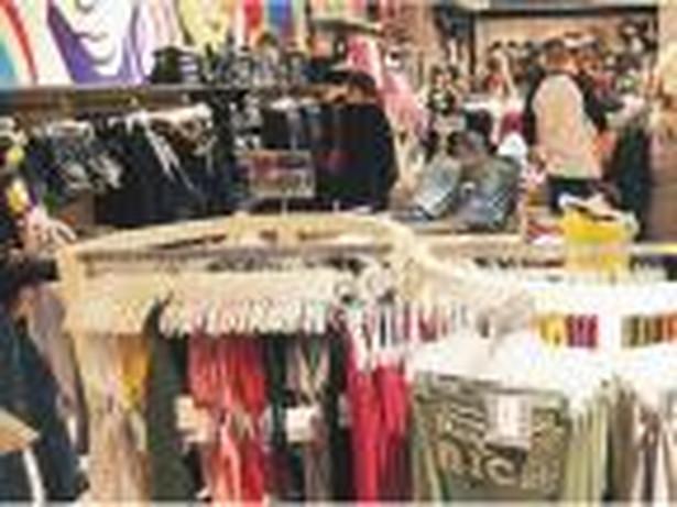 Słabe euro powoduje, że do sklepów odzieżowych wracają klienci Fot. Michał Kołyga
