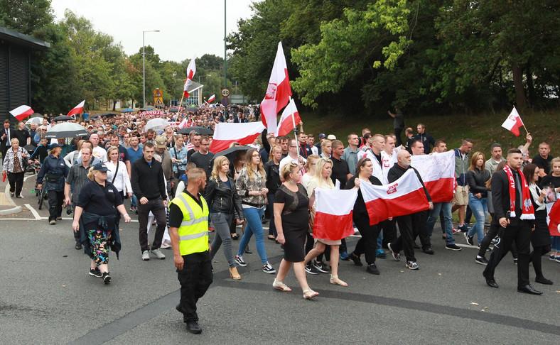 Marsz milczenia zorganizowany przez polską społeczność w Harlow przeciwko śmiertelnemu pobiciu Polaka
