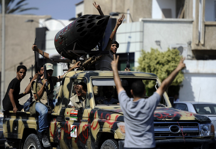 Pobunjenici voze kroz Tripoli