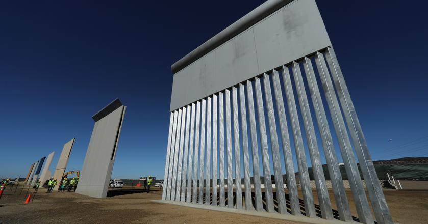 Pod koniec października zaprezentowano prototypy muru, który miałby stanąć na granicy USA i Meksyku