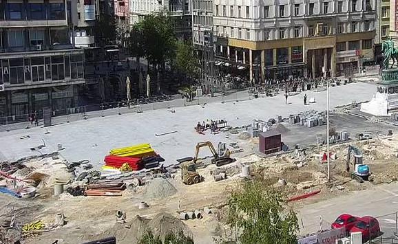 Radnici napustili Trg republike