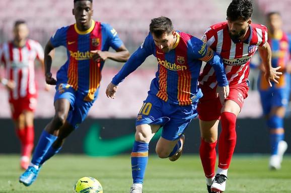 """""""PUKLA LOPTA"""" u španskom derbiju za titulu: Barselona i Atletiko odigrali za Real!"""