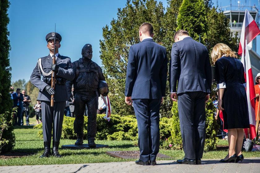 Pomnik generała Błasika stanął na Krzesinach