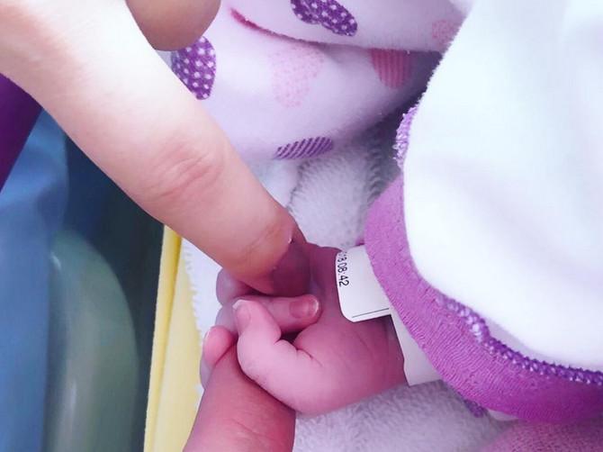 Porodila se naša pevačica: Dugo je čekala da postane mama, a sada je ćerki dala PREKRASNO IME