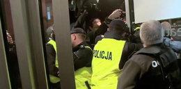 Zamieszki pod teatrem we Wrocławiu. Zobacz FILM