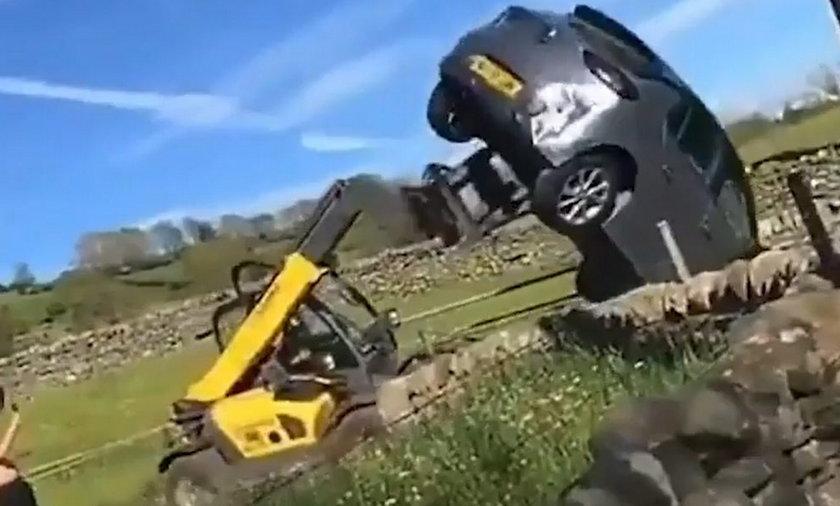Radykalne usunięcie źle zaparkowanego samochodu.