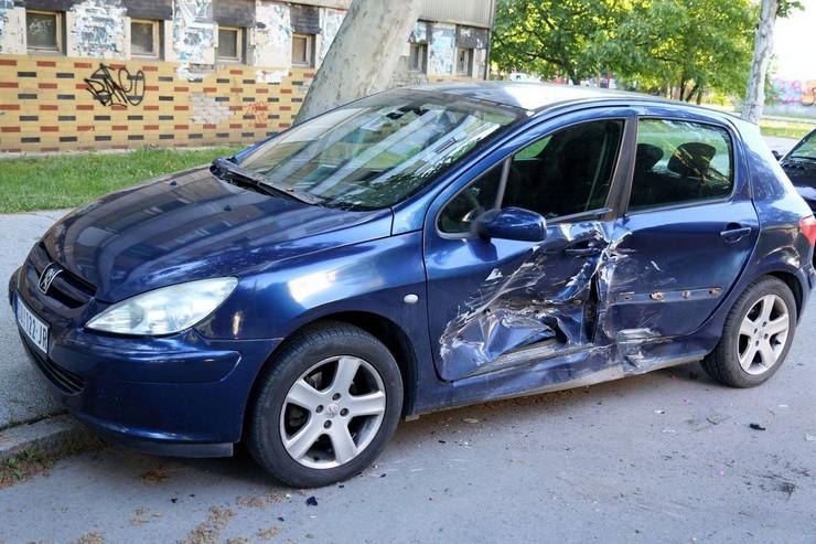 saobracajna nesreca udaren automobil na parkinku 310520 RAS foto Biljana Vuckovic 001