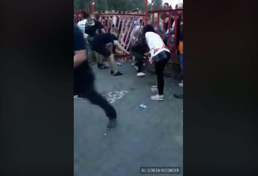 Sławomir na scenie, fani wyłamali płot