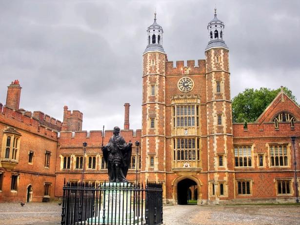 Eton College, najbardziej prestiżowa szkoła średnia w Wielkiej Brytanii. Jej budynki sąsiadują z zamkiem Windsor. Szkoła kształci tylko chłopców
