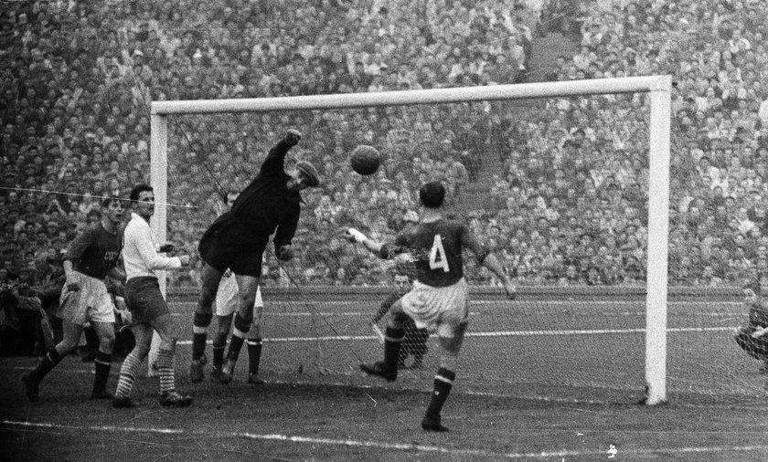20 października 1957 r. na stadionie Śląskim w Chorzowie Polska wygrała z ZSRR 2:1