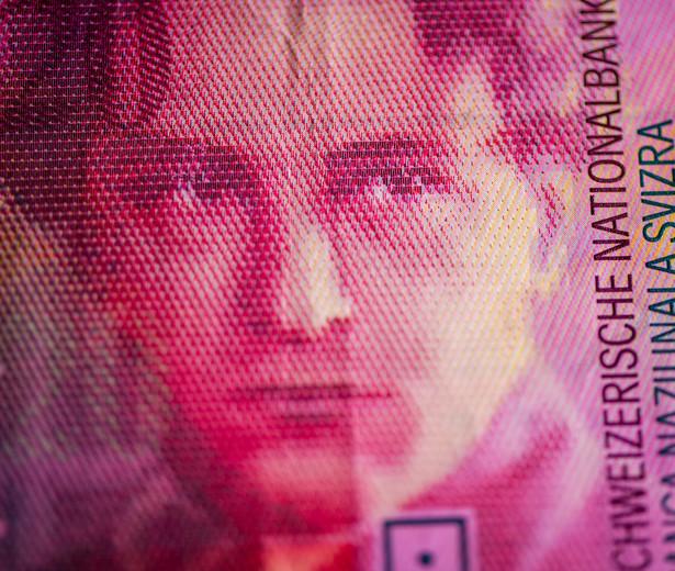 Sondaż został przeprowadzony miesiąc po tym, jak na skutek decyzji banku centralnego Szwajcarii frank gwałtownie się umocnił.
