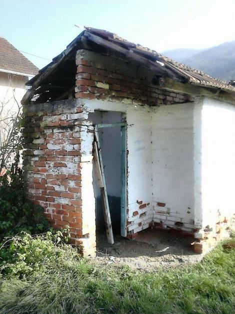 Kao u srednjem veku: Srušeni toalet