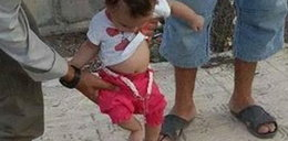 Szok! Dziecko gra w piłkę obciętą głową!