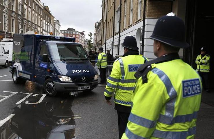346890_britanija-policija-uhapseni-majkl-adeboval-ap