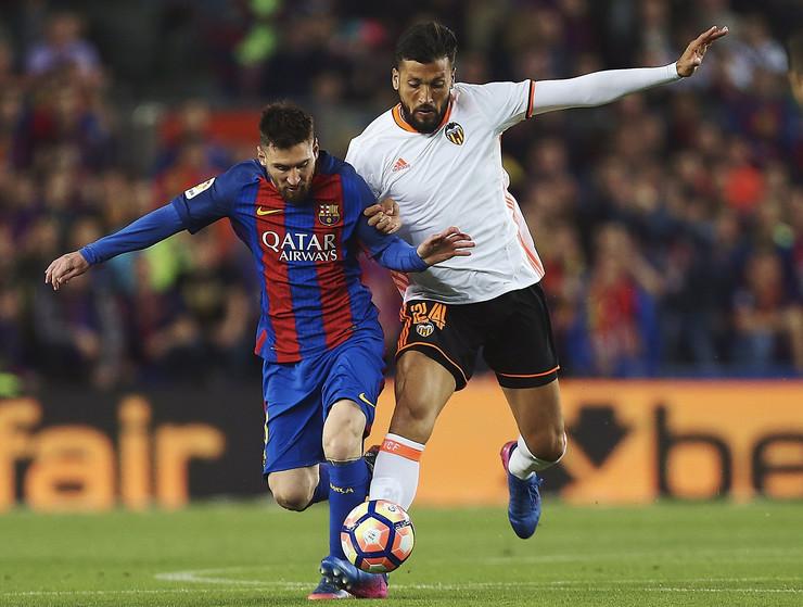 Ezekijel Garaj na utakmici protiv Barselone