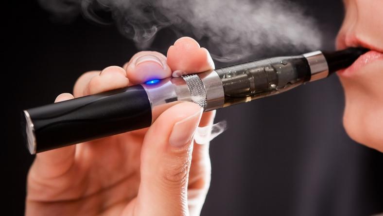 E-papieros eksplodował w ustach mężczyzny