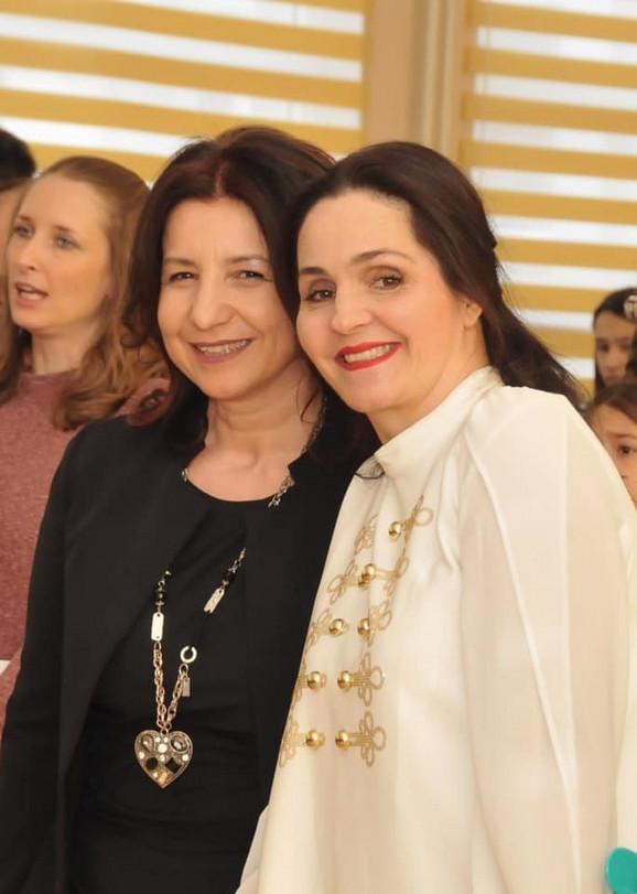Marija Vujić sa direktorkom Požarevačke gimnazije Danijelom Žukovski