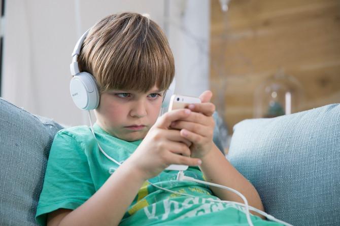 Sa igranjem igrica deca počinju sve ranije, upozoravaju stručnjaci