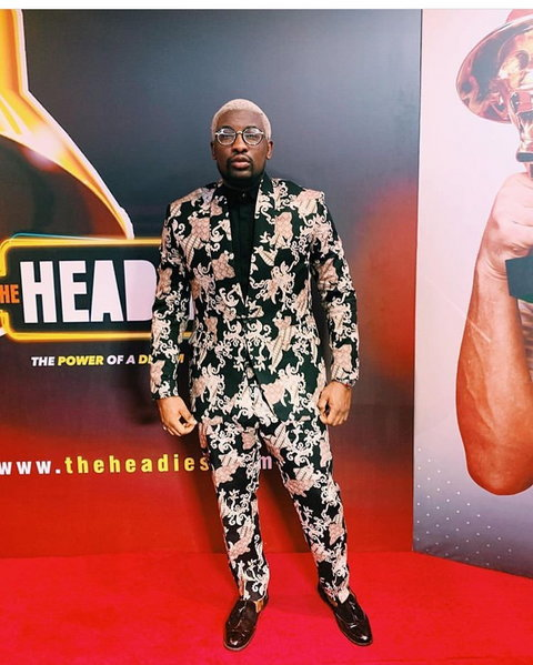Cool FM presenter, Do2tun at the 2019 Headies [Instagram/sugar weddings]  Headies 2019: Live updates from 13th edition of music award ceremony aUWk9kpTURBXy9iYWNkMWVhM2E4MGViZDBjNWY5YmFmMDEyMTg1ZWE1YS5qcGeRlQLNAeAAwsOCoTABoTEB
