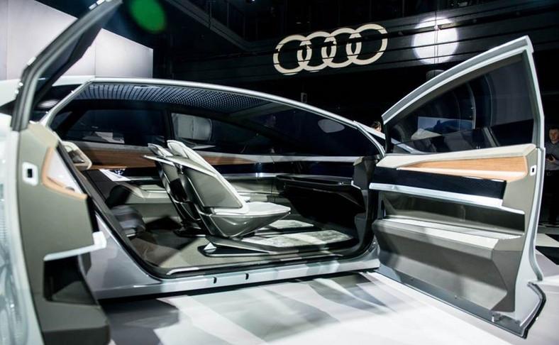 Audi Aicon - nie potrzebuje kierowcy, sam dotrze do celu