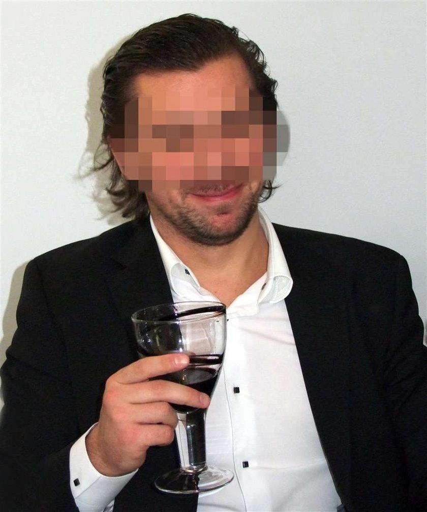 Agent Tomek z winem