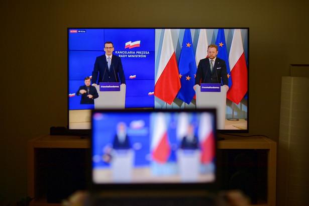 """""""Budujemy różne scenariusze, wśród nich zakładamy ten, w którym polska gospodarka będzie zamknięta na czas dłuższy, podobnie jak gospodarka europejska"""" - zaznaczył premier."""