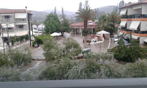 U Grčkoj poplavljeni apartmani