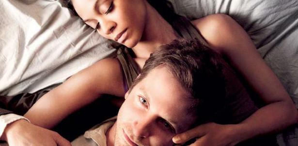 """Zoe Saldana, Bradley Cooper """"Między wierszami"""""""